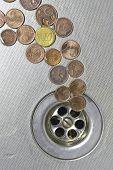 Münzen gehen, um zu entwässern