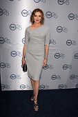 LOS ANGELES - JUL-24: Brenda Strong kommt bei TNT 25th Anniversary Party im Beverly Hilton H
