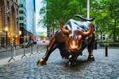 Aufladen Bull (Bowling Green Bull) Sculpture In New York