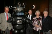 LOS ANGELES - NOVEMBER 8: Richard Anderson, Robby The Robot, Earl Holliman, Anne Francis,  and Warren Stevens at the Screening of