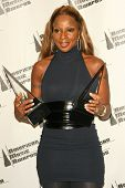 LOS ANGELES - NOVEMBER 21: Mary J Blige in the press room at the 34th Annual American Music Awards at Shrine Auditorium on November 21, 2006 in Los Angeles, CA.