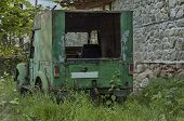 Постер, плакат: Very old abandoned jeep