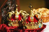 picture of queen crown  - Two wedding of the Crown in the church - JPG
