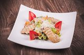 Cesar Salad With Chiken, Tomato, Croutons And Cheese