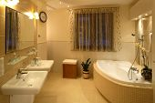 Dual sinks and bath-tub in a master bathroom