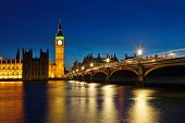 Big Ben und Houses of Parliament in der Nacht, London, UK