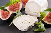 Goat cheese with rucola and fig