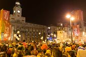 Contdown On Puerta Del Sol Crowded With Tourists