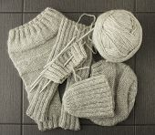 grey knitted cloth