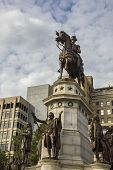 pic of virginia  - The George Washington Equestrian Monument at Historic Capitol