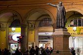 Estatua del Padre Ugo Bassi en Bolonia, Italia
