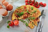 Omelet with rucola ant tomato