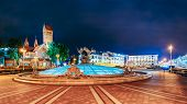 Постер, плакат: Night Scene Church Of Saints Simon And Helen Red Church