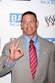LOS ANGELES - 11 de ago: John Cena chegando ao