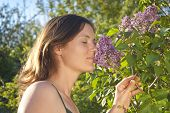 Cheirando um lilás
