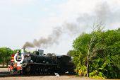 Trem Rovos Rail prestes a afastar-se da Estação de Parque da Capital em Pretória, África do Sul