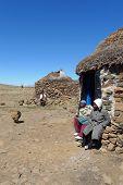 Família não identificada no Sani Pass, Lesoto, a uma altitude de 2 m de 874.
