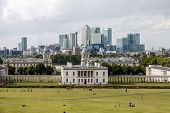 London -august 12: Queens House With The Skyline Of Canary Wharf Behind  On August 12, 2014  In Lond