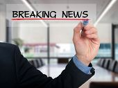 Businessman writing breaking news in the air - Stock Image