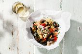 picture of clam  - Seafood pasta and wine  - JPG