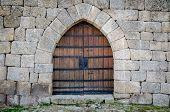 Puerta del castillo medieval