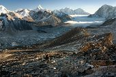 Vale de Khumbu de Kala Patthar - maneira de mt Everest base camp