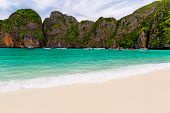 pic of phi phi  - Tropical island with resorts  - JPG