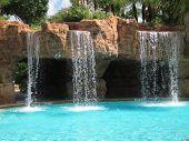 Cascadas de piscina enterrada