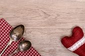picture of bordure  - Silver spoon and table cloth with heart on a wooden board - JPG