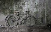 image of green wall  - Old rusty bicycle - JPG