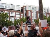 Giants Fans Go Crazy For Cameraman On Top Of Tv Van After Winning The Nl West Division