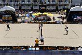 HERMOSA BEACH, CA - 21 de julio: - competir en el torneo de voleibol de playa Pro de Jose Cuervo en Hermos