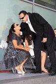 LOS ANGELES -JUL 26: Pepe Aguilar, esposa Aneliz numa cerimónia honrando Pepe Aguilar com uma estrela na Th