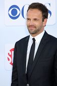 LOS ANGELES - JUL 29:  Jonny Lee Miller arrives at the CBS, CW, and Showtime 2012 Summer TCA party a
