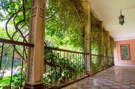image of pima  - Outside corridor at an spanish hacienda in Ecuador - JPG