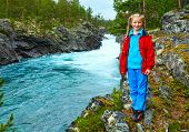 Girl Near Mountain River Waterfalls (norge)