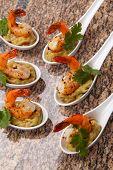 Camarões picantes Guacamole