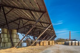 picture of canopy roof  - Long roof protecting straw bales and fire wood - JPG