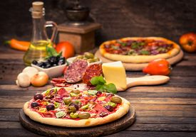 picture of crust  - Homemade pizza with ham - JPG
