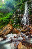 Magnífico Kanchenjunga Falls