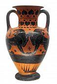 Antiguo jarrón griego con dos leones aislado en blanco con trazado de recorte