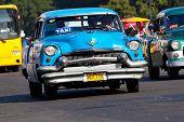 Havanna Januar 11:classic Autos Januar 11,2011 in havana.cubans halten Tausenden von ihnen ausgeführt Despi