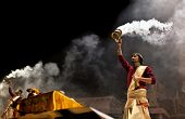 Ganga Aarti ceremonia en Varanasi, India