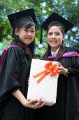 Asian Hochschulabsolventen