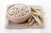 picture of oats  - bowl full of oats  - JPG