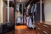 Travertine House - Walk-in Wardrobe
