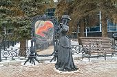 Nizhny Novgorod. Sculpture Of Lady In The Mirror