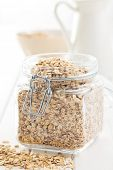 the oat flakes in jar