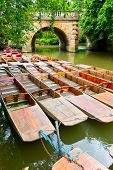 Festgemachten Punts am Fluss Cherwell in Oxford