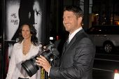 Gerard Butler  at the Los Angeles Premiere of 'Law Abiding Citizen'. Grauman's Chinese Theatre, Holl